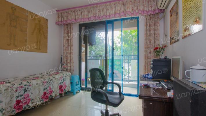 隆鑫天雨方2房2厅1厨1卫精装修。