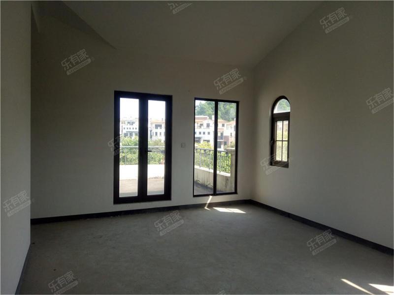 出售万科麓湖4房2厅毛坯朝南售价520万二手房