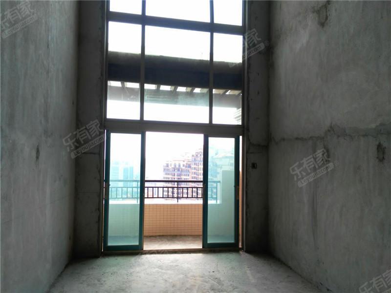 东骏豪苑顶楼复式,业主诚心出售。二手房
