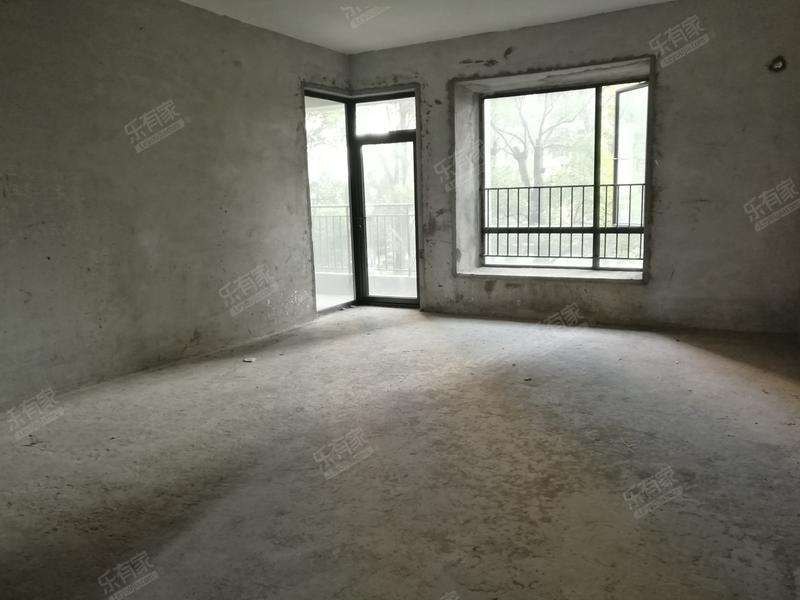 总部基地写字楼林立哈地站南城总站旁不欠款二手房