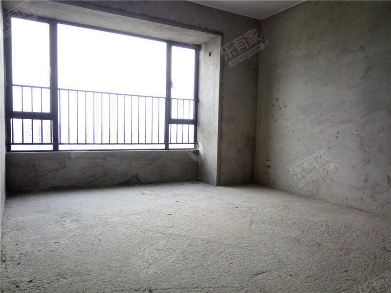 鼎峰尚境顶楼大复式8房毛坯房二手房