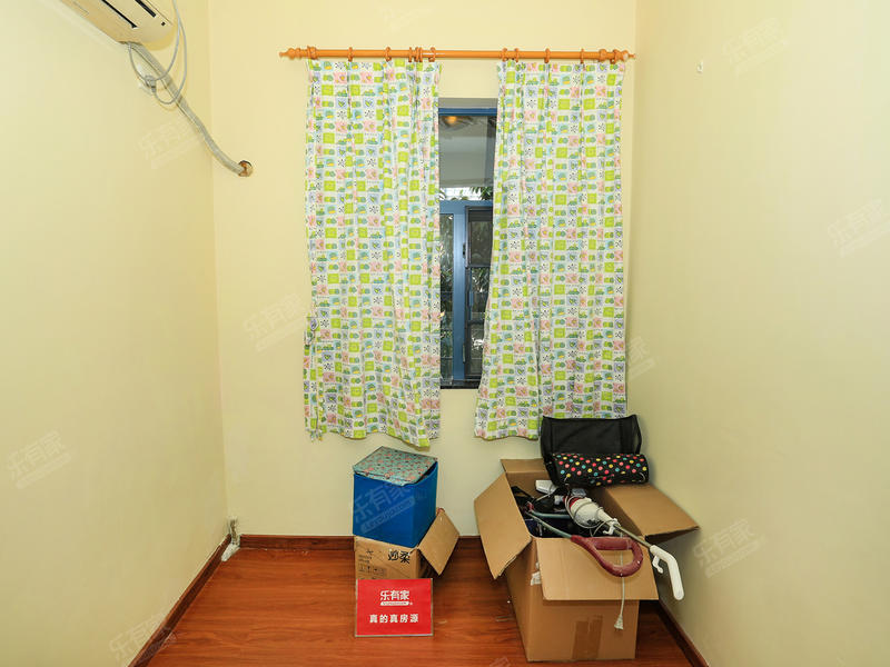 万江《理想0769》四房,装修保养比较好,赠送家私家电!!!二手房