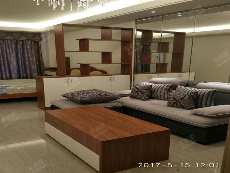 恒大华府南精装1室1厅58m²二手房