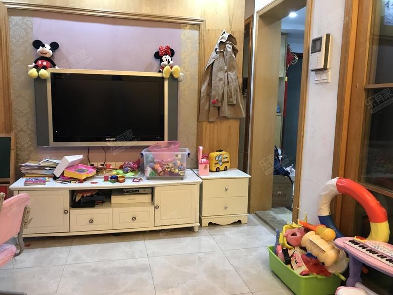 东海阳光东精装1室1厅56.13m²二手房