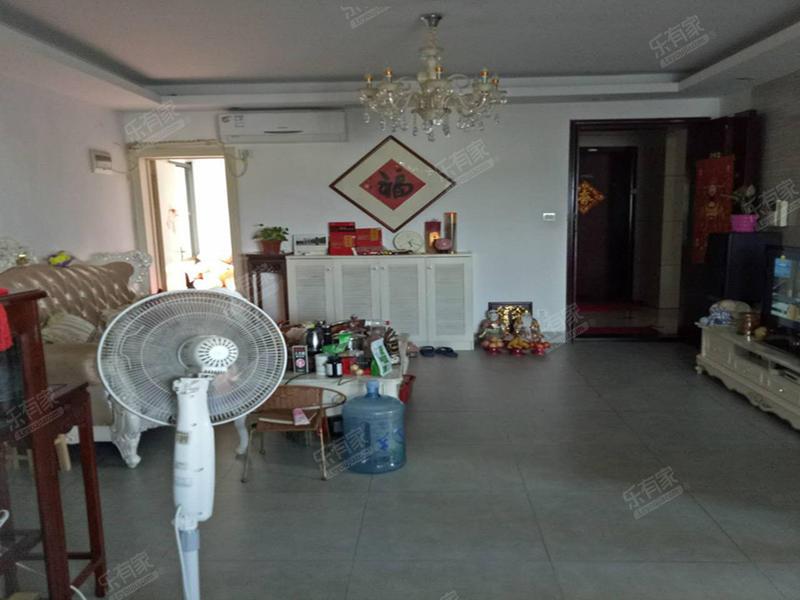 香樟国际,轻轨口精装修两房两厅诚心出售二手房