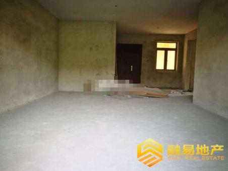 东骏豪苑四期,毛坯4室,小区环境优雅,户型实用,带车位二手房