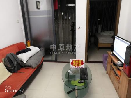 上东国际新出一房一厅房子装修保养很好业主很诚心卖二手房