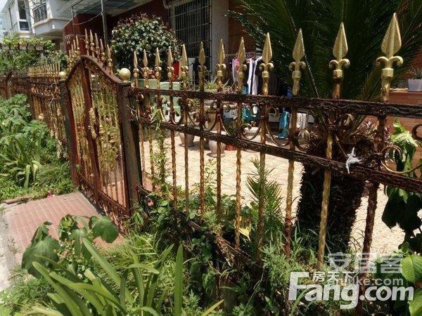 江南春晓1+2复式叠拼别墅有40平方左右的私家花园二手房