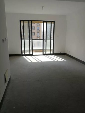 香树湾80平方白坯送阁楼60平方实用面积140平方130万二手房