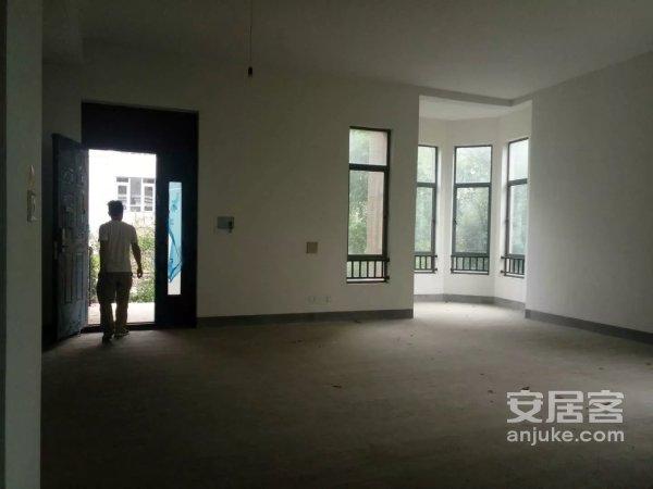 *房源!香颂湾中庭出售使用面积1300平方大花园急售二手房