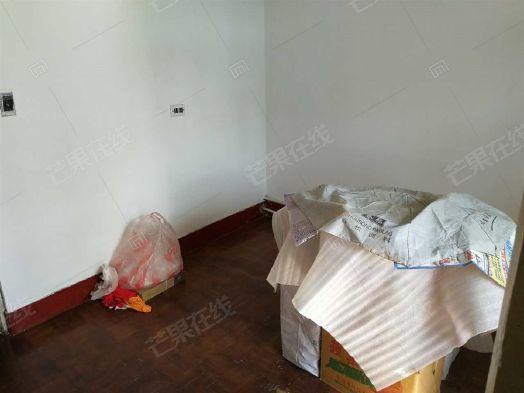 保工街地铁口,双南卧两室简装,位置好。二手房