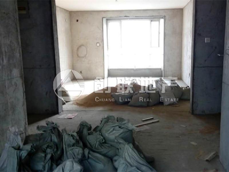 玉龙小区 3室2厅1卫 毛坯  二手房