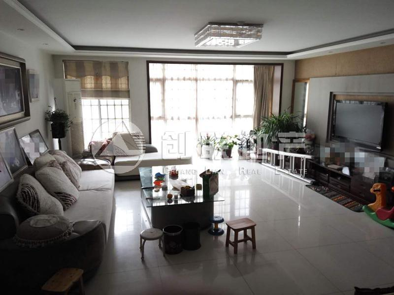 国际城三期一楼带100平小院个税地下二手房