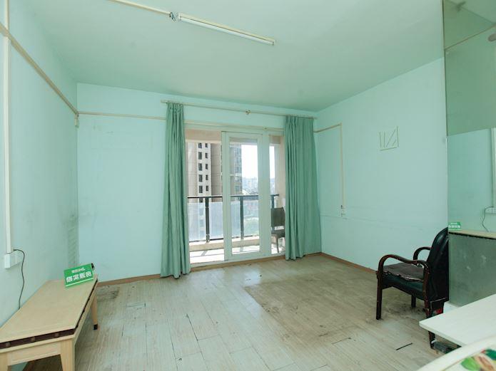 菱角湖万达广场简单装修3室2厅东南向诚售老证,二手房