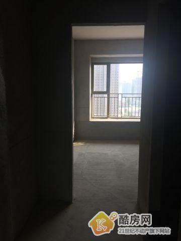 上东城,性价比高,降价急售3室2厅二手房