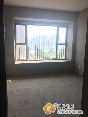 上东城,装修好价位低平层3室2厅二手房